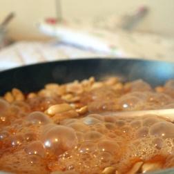 Erdnuss-Karamell