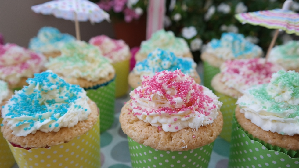 Sweet coconut cupcakes by Annibackt