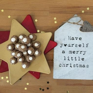 Anni backt Weihnachtsplätzchen