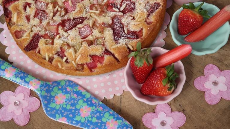 Annibackt Rhabarber-Erdbeer Kuchen