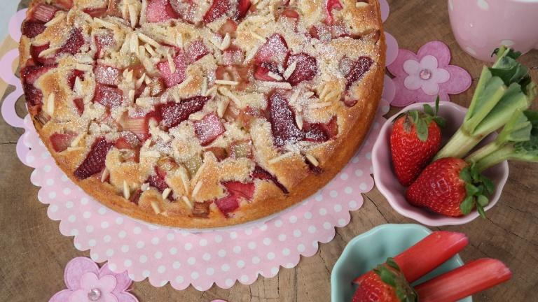 Rhabarber-Erdbeer-Joghurt-Kuchen