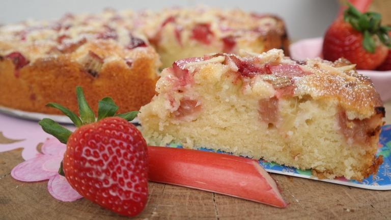 Annibackt Rhabarber-Erdbeer-Kuchen