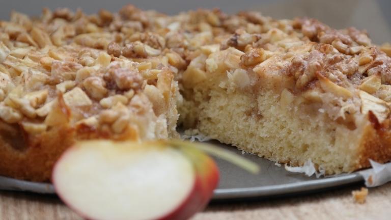 Apfelkuchen mit Walnüssen