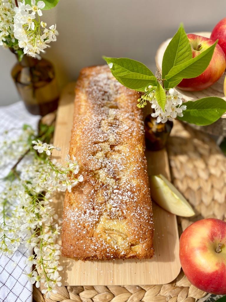 Kastenkuchen mit Äpfeln
